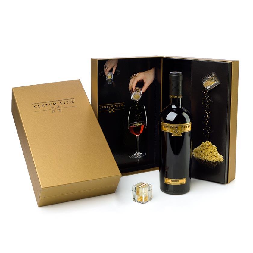 Centvm Vitis es un vino que proviene de cuatro hectáreas de viñedo que sobrevivieron a la filoxera y tienen más de 100 años de historia. Pack con oro comestible.