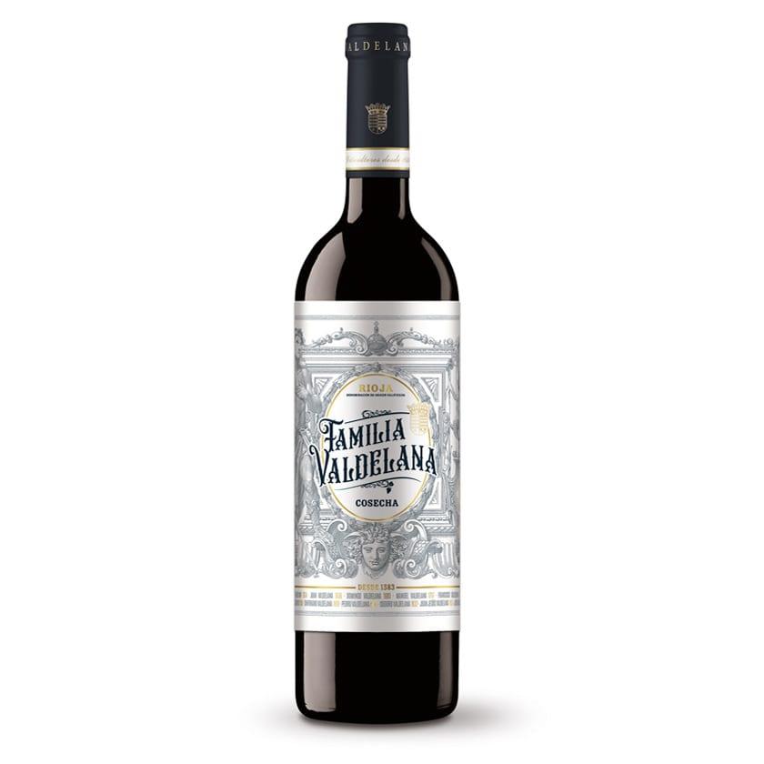 Este vino de Familia Valdelana se compone de un 95% de uva tempranillo y un 5% de viura. La variedad por excelencia de Rioja potenciada con un chispazo de viura.