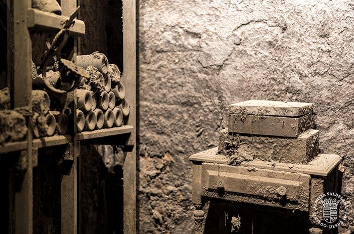 Botellero antiguo en los calados de Bodegas Valdelana (Elciego, País Vasco)