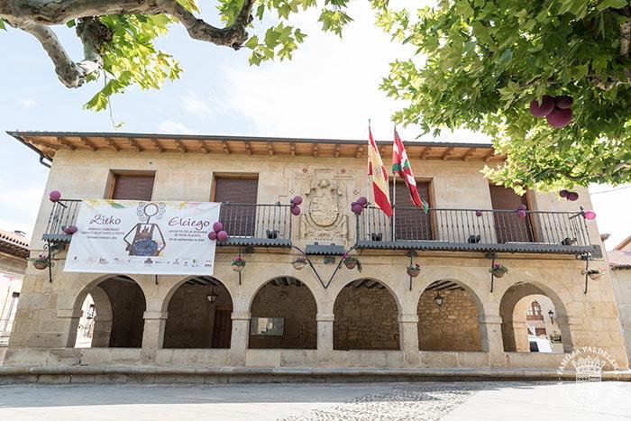 Fachada del ayuntamiento de Elciego (Rioja Alavesa, País Vasco)