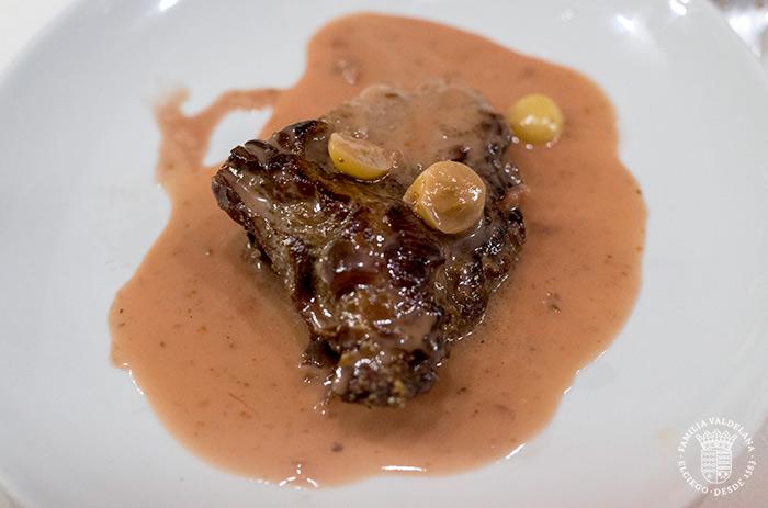 Carne con salsa de vino en el restaurante La Cueva (Elciego, Rioja Alavesa)