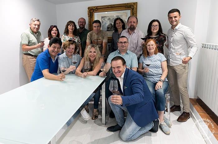 Varios entendidos del mundo del vino visitaron Bodegas Valdelana (Elciego, Rioja Alavesa)