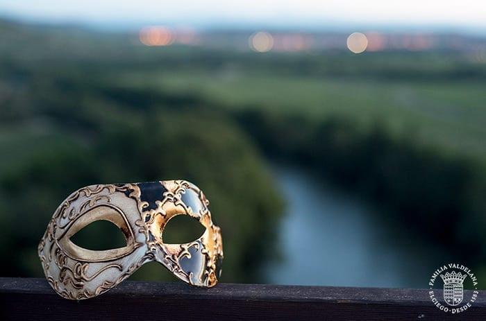 Máscaras en el maridaje estelar de Bodegas Valdelana (Elciego)