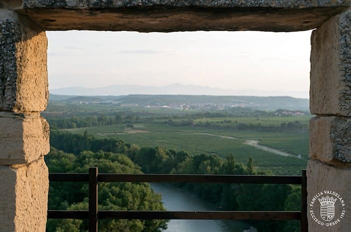 Vistas del río Ebro desde el Jardín de las Variedades de Bodegas Valdelana (Elciego, Rioja Alavesa)