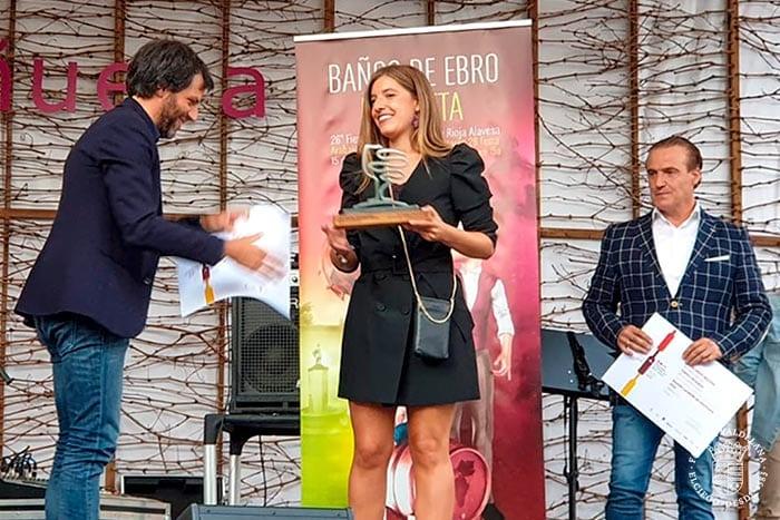 Judit Valdelana recoge el premio Mejor crianza Fiesta de la Vendimia de Rioja Alavesa 2019