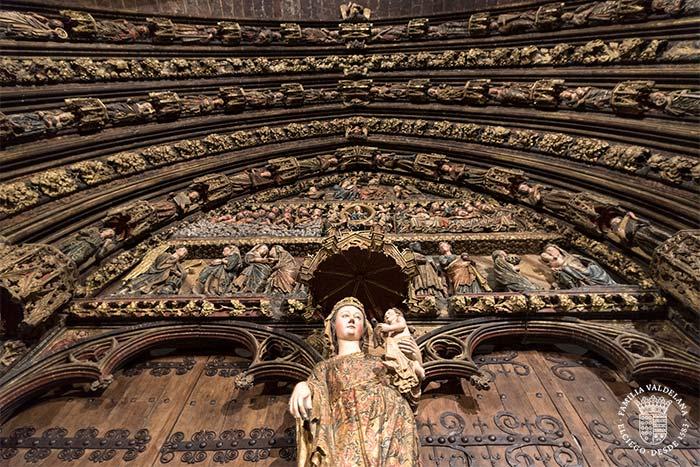Pórtico policromado en la iglesia de Santa María de Laguardia (Rioja Alavesa)