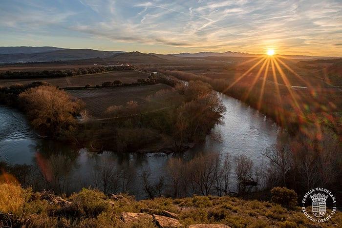Vista del atardecer sobre La Rioja en el Jardín de las Variedades de Bodegas Valdelana